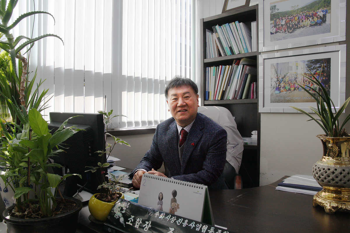 Mr. Cho, Deok Jun : Chief of Songhwa Market Union